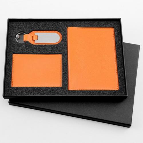 Coffret cadeau porte-clés, porte-carte et un protège passeport en simili-cuir